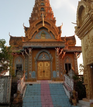 My #SoloTrip to #Cambodia: #Sightseeing around #Battambang- Countryside Battambang , Killing Field And Bat Cave